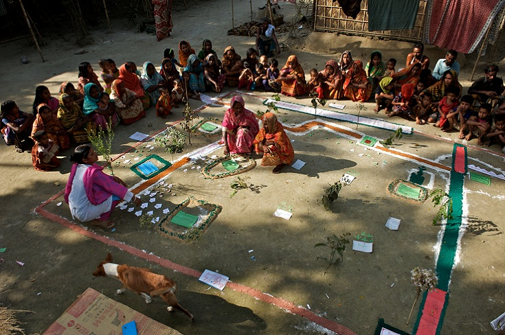 A group of men and women attend a participatory wealth ranking in Kaposhatia in Pakchanda union in Hossanipur upazila, Bangladesh.(Credit: BRAC/Shehzad Noorani).