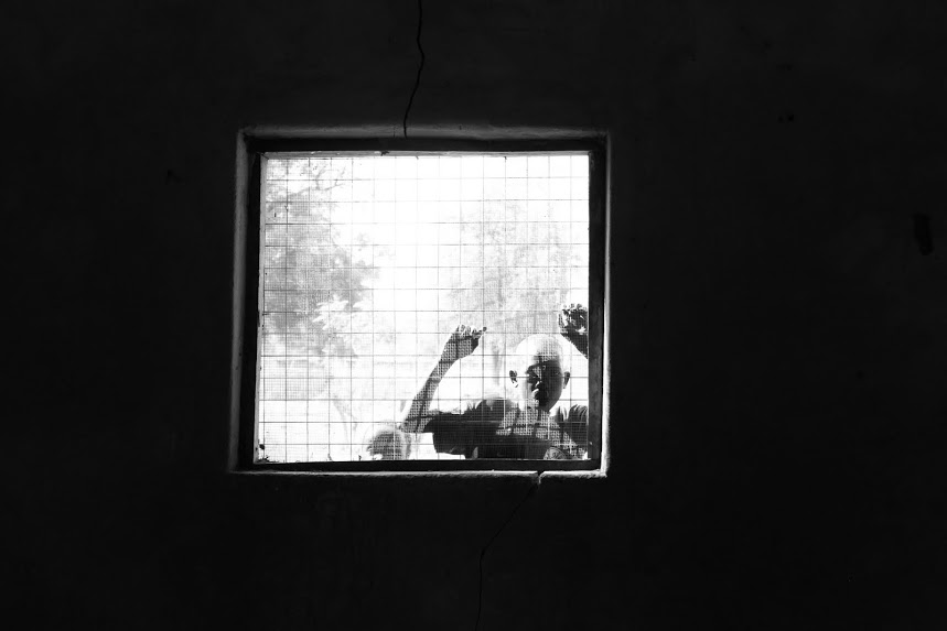 Looking outside the window at a BRAC primary school in Rumbek, South Sudan. (Photo: BRAC/Manisha Bhinge)